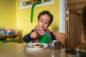 little kid examining food-Day-in-the-kindergarten-MaMagare-Zagreb-family-photographer 7852