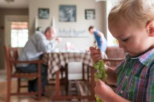 kid eating grapes
